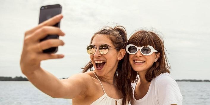 Selfitis – craze for selfie